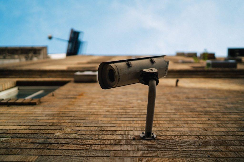 ¿Es Legal tener Cámaras de Videovigilancia Falsas en una propiedad?